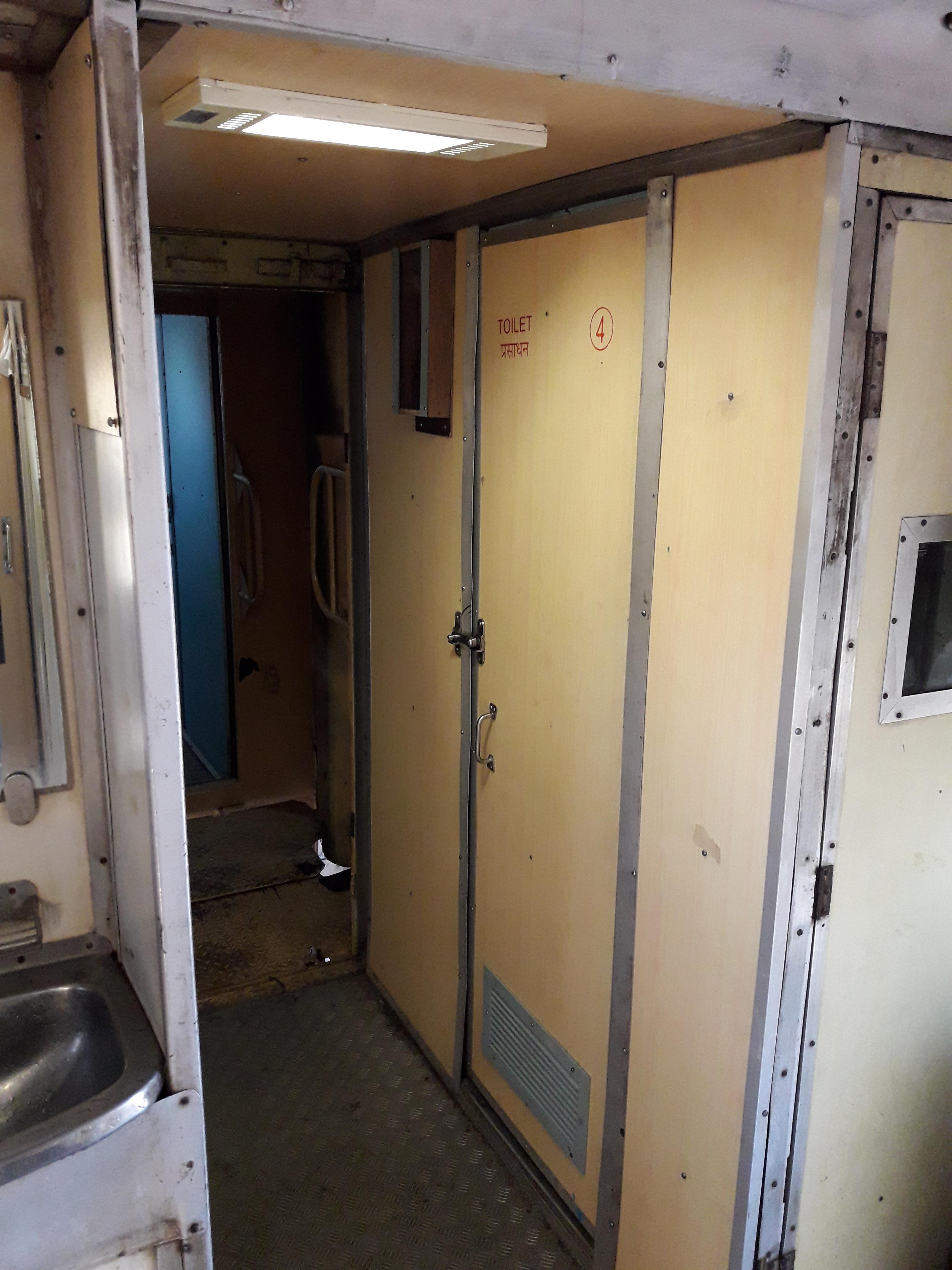 Rly_-_Toilet_Coridor_I___20190416021535___.jpg