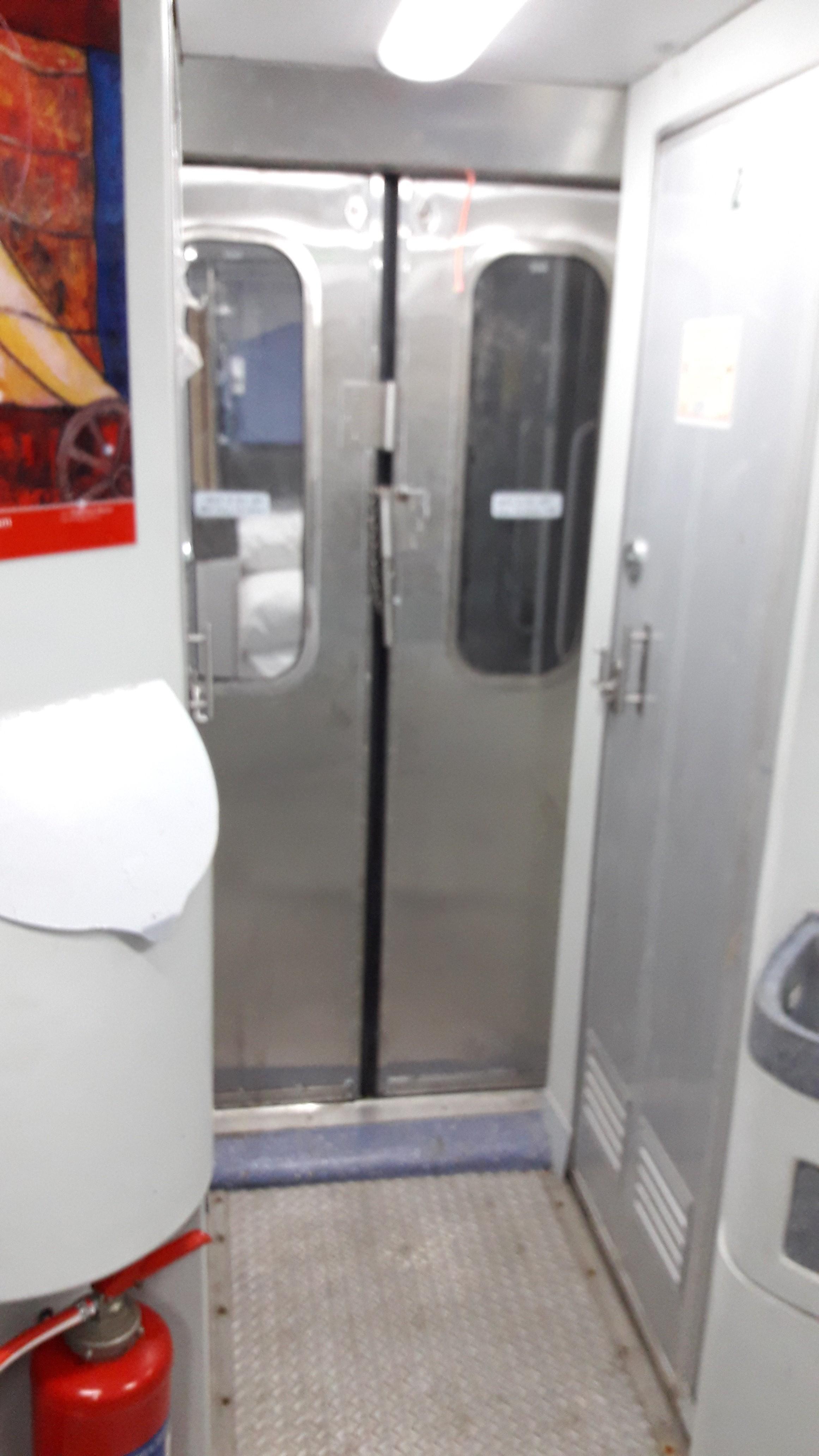 Rly_Toilet_Corridor_2___20190416021316___.jpg