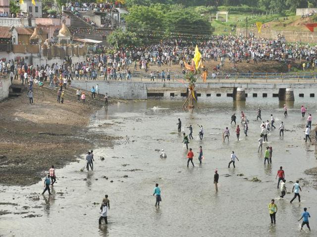 bhopal-friday-stone-hurled-chhindwara-gotmar-villagers_4a05ca3a-7198-11e6-a062-3948ff2071e9_12092019073846.jpg
