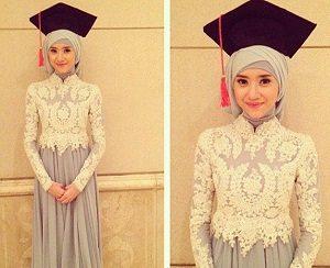 Hijab Wisuda Elegan Kekinian