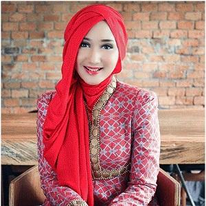 Model Jilbab Wisuda Dian Pelangi 3