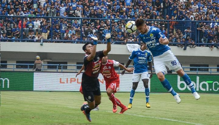 Jonnathan Baumann di laga terakhir Persib vs Arema pada ajang Liga 1 Indonesia