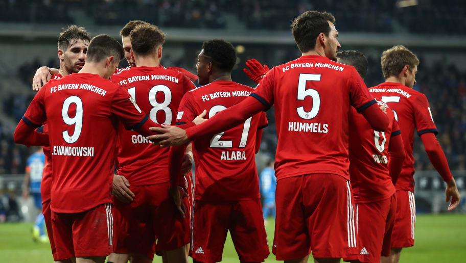 Robert Lewandowski rayakan golnya ke gawang Schalke