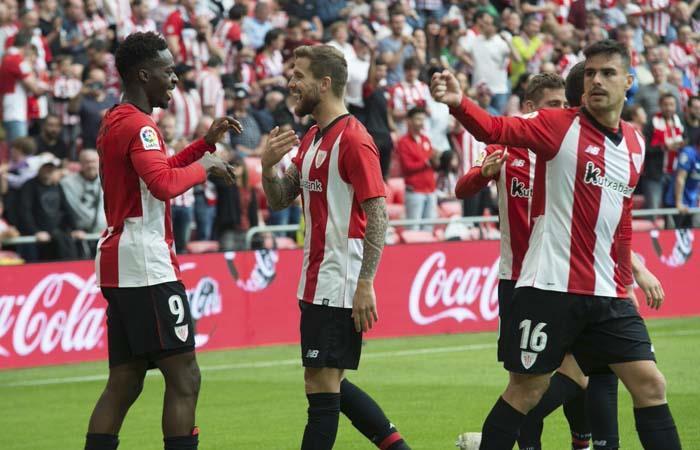 Para pemain Bilbao rayakan gol yang dicetak oleh Inaki Williams