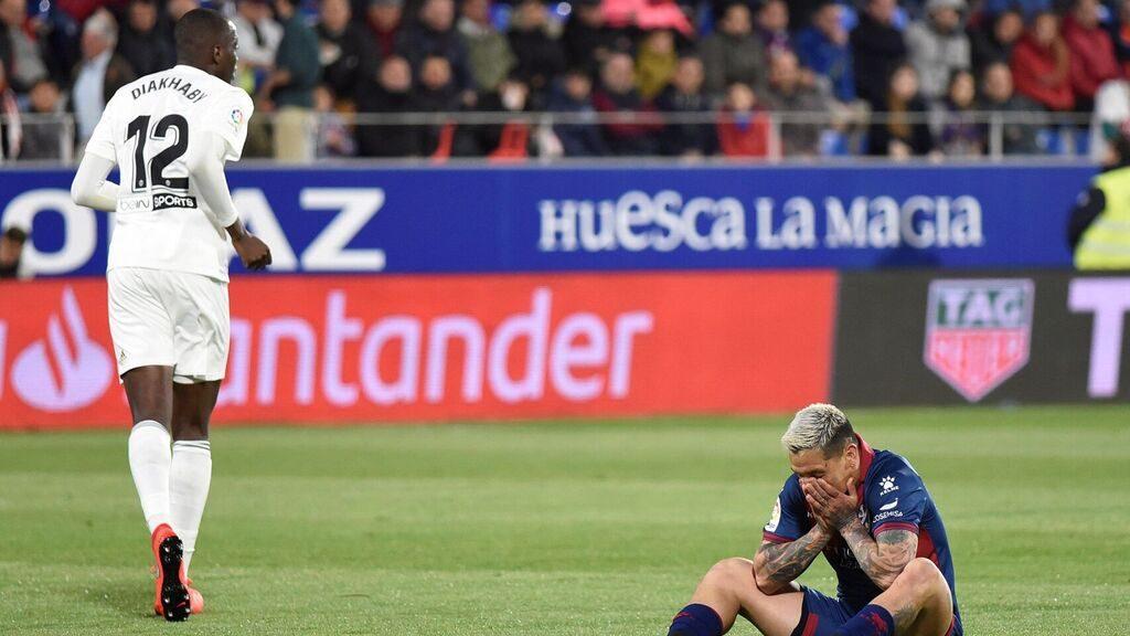 Valencia Lumat Huesca dengan skor 6-2