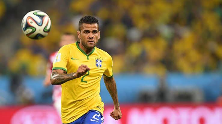 Dani Alves Tertarik Bermain Di Inter Milan