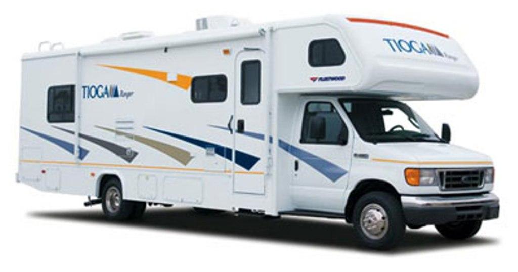 2014 fleetwood tioga 31 39 motor home class c rental in rvngo for Motor home rentals dallas