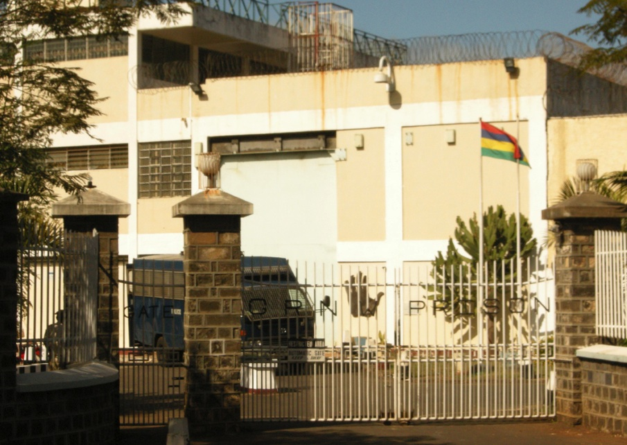 Prison grno du cannabis saisi dans la cour le mauricien for Le divan 09 02 16