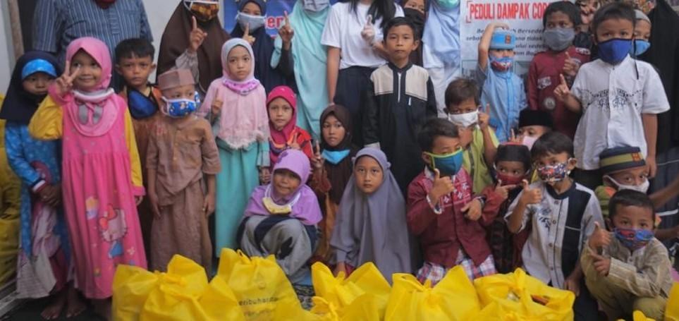 Santunan Anak Yatim Piatu Yayasan Al-Bayyinah dan Ummul Quro Sukawangi.