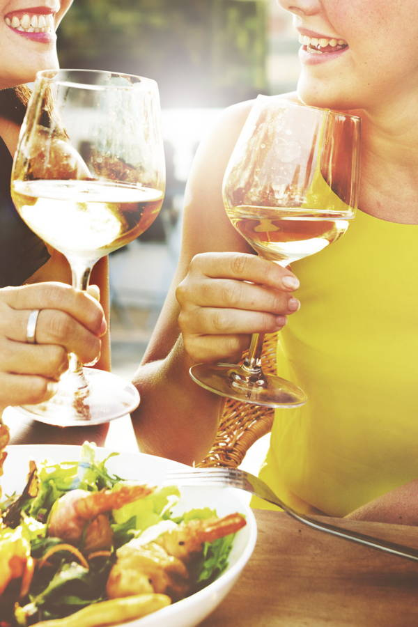 10 Tips for Eating Healthy While Eating Out