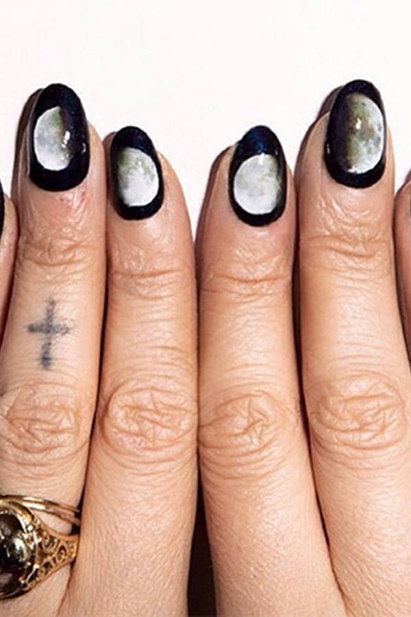 These Solar Eclipse Nails are Total-ly Bae