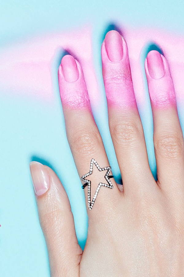 Give Yourself a 5-Minute Manicure With Spray-on Nail Colour