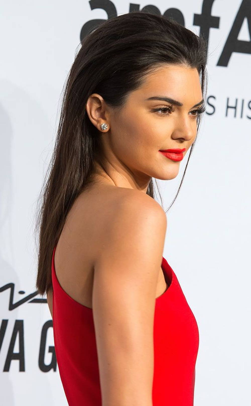 Kendall jenner slicked back hair