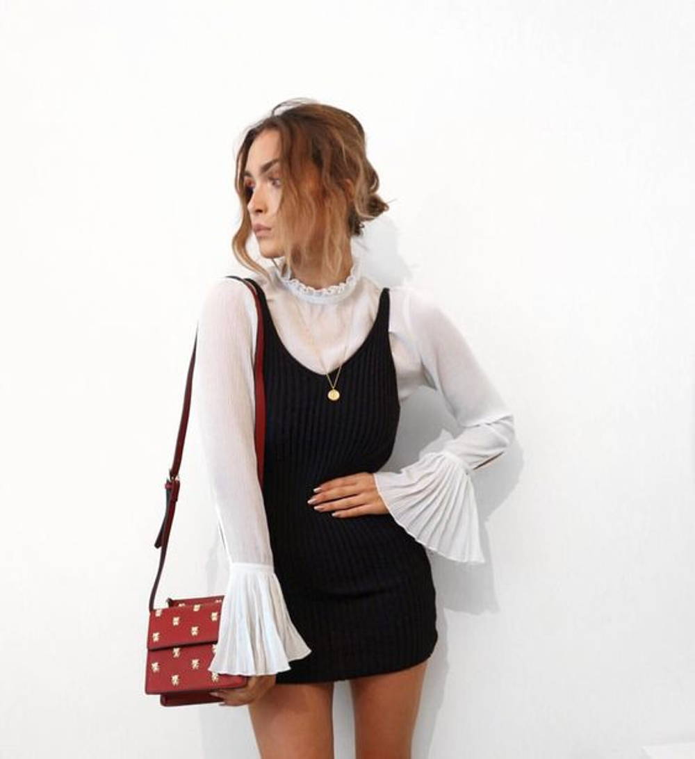 Bell sleeve short dress