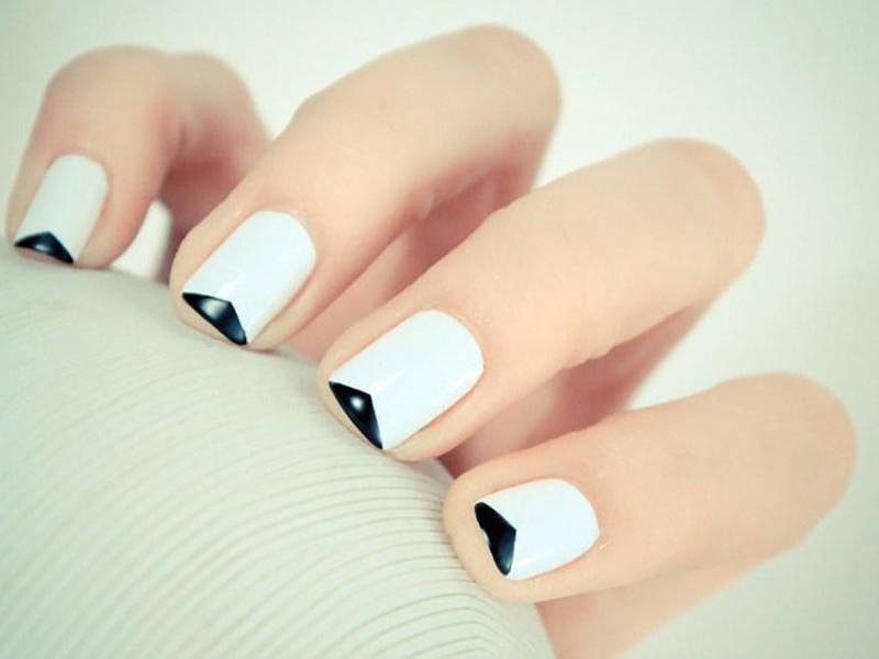 contemporary-french-manicure