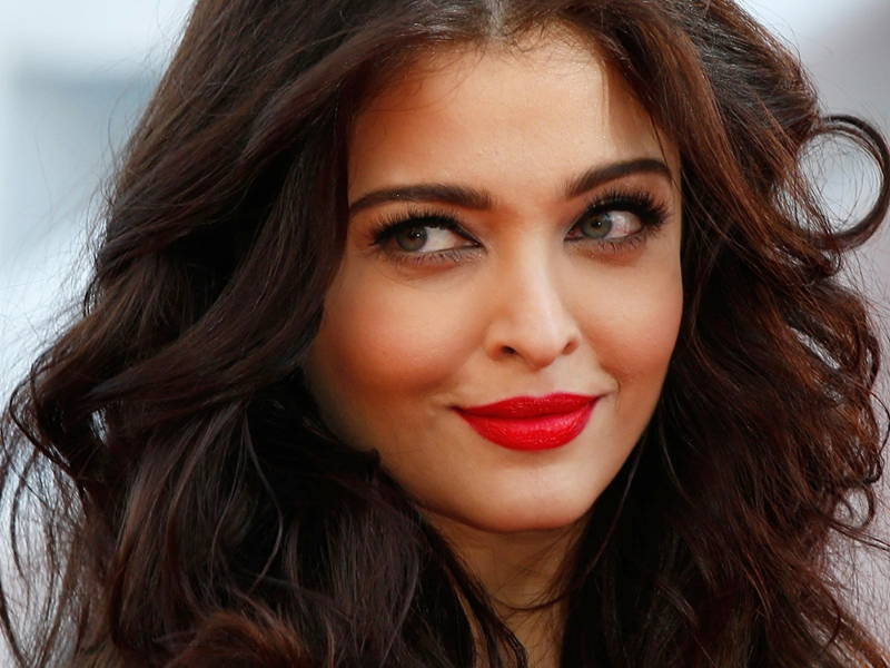 aishwarya rai red coloured lipstick