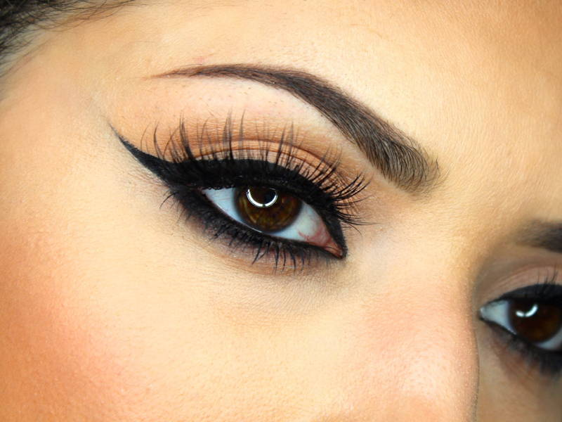 winged tip eyeliner