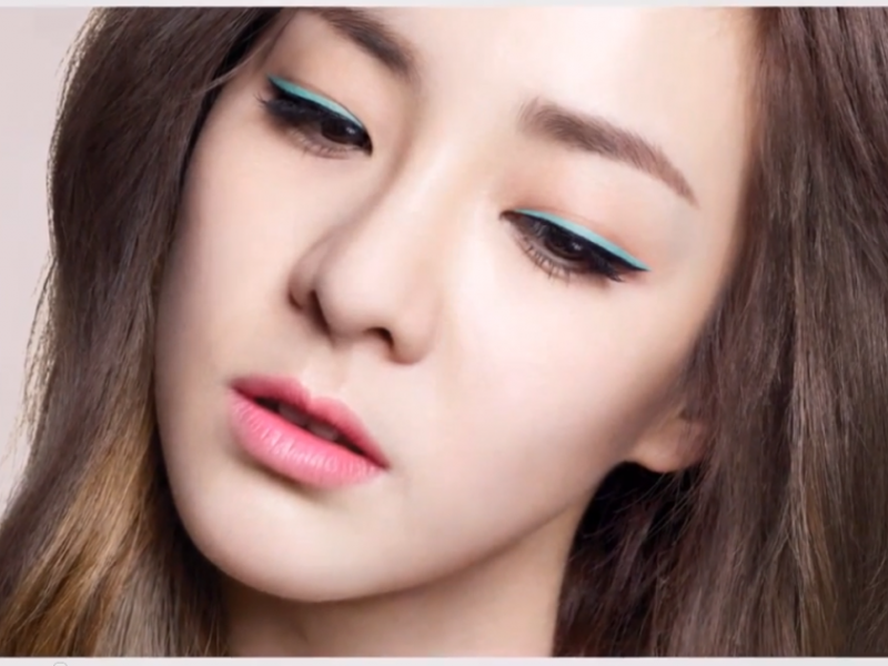 Sandara Park Coloured Eyeliner