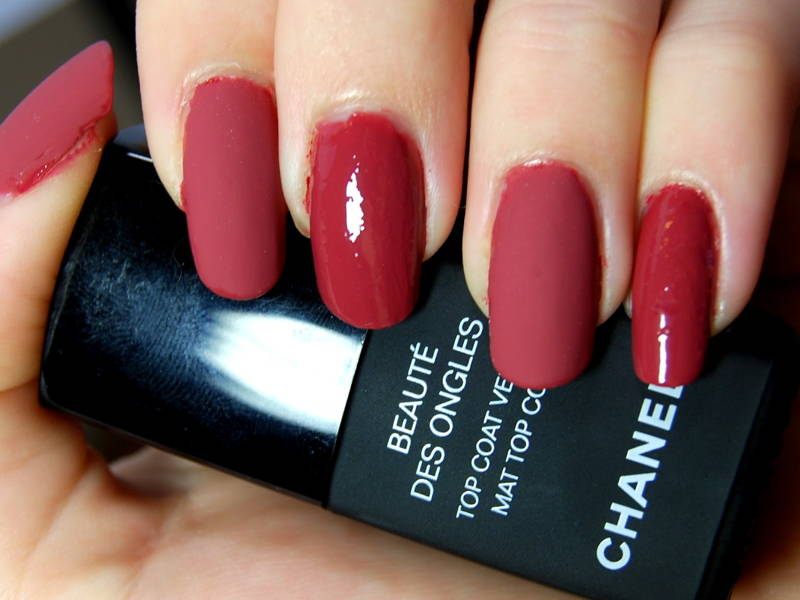 matte and glossy red nails
