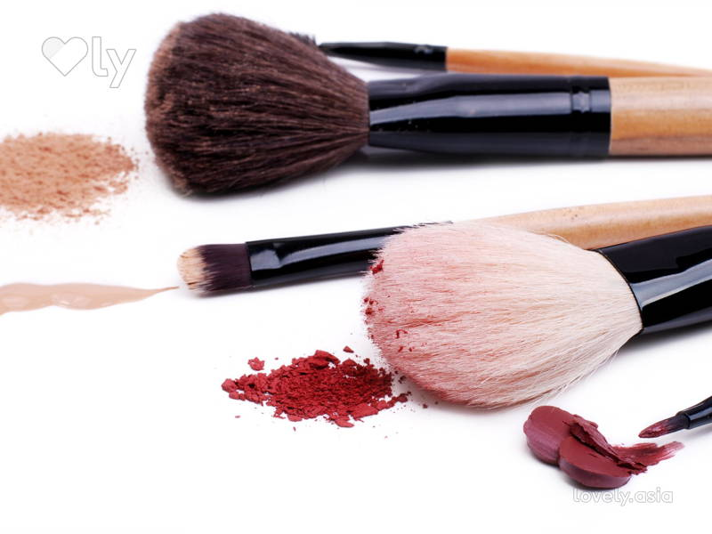It's Time to Clean Your Makeup Brushes