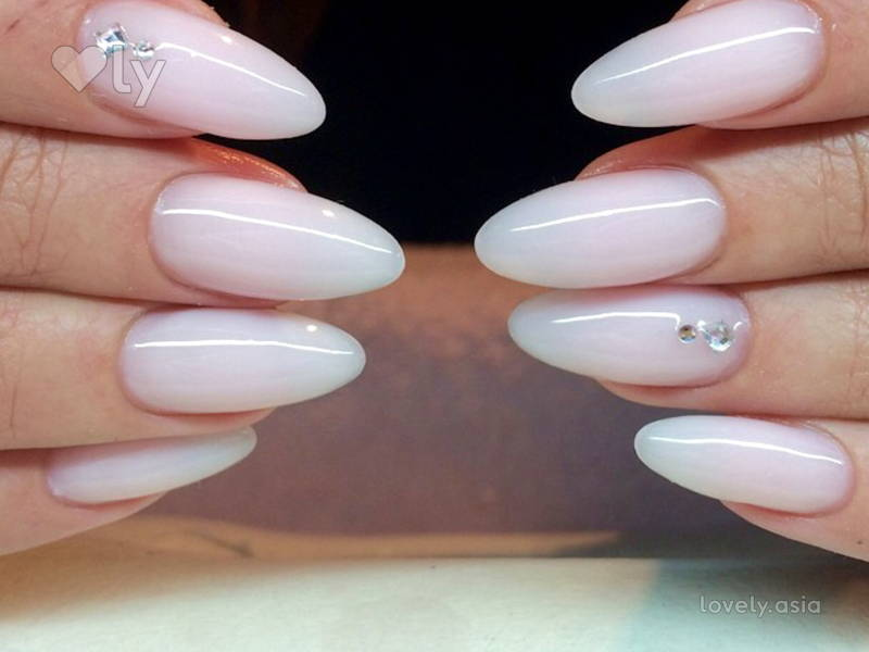 The Almond Milk Nail Trend is So Yummy