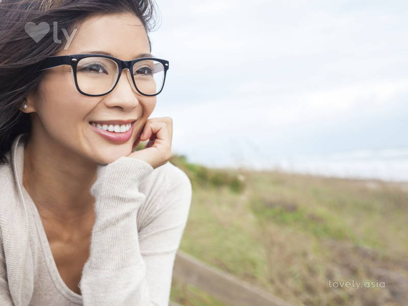 6 Tips for Wearing a Full Face Makeup With Glasses