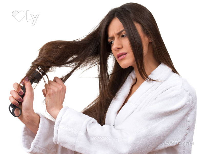combing-hair-tangles