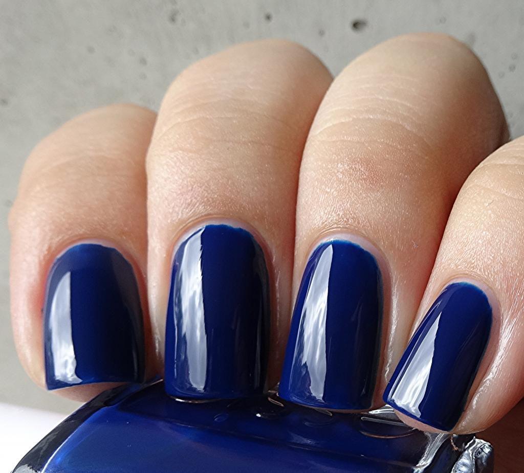 Essie style cartel blue