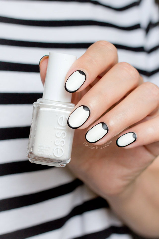 Graphic black white nails