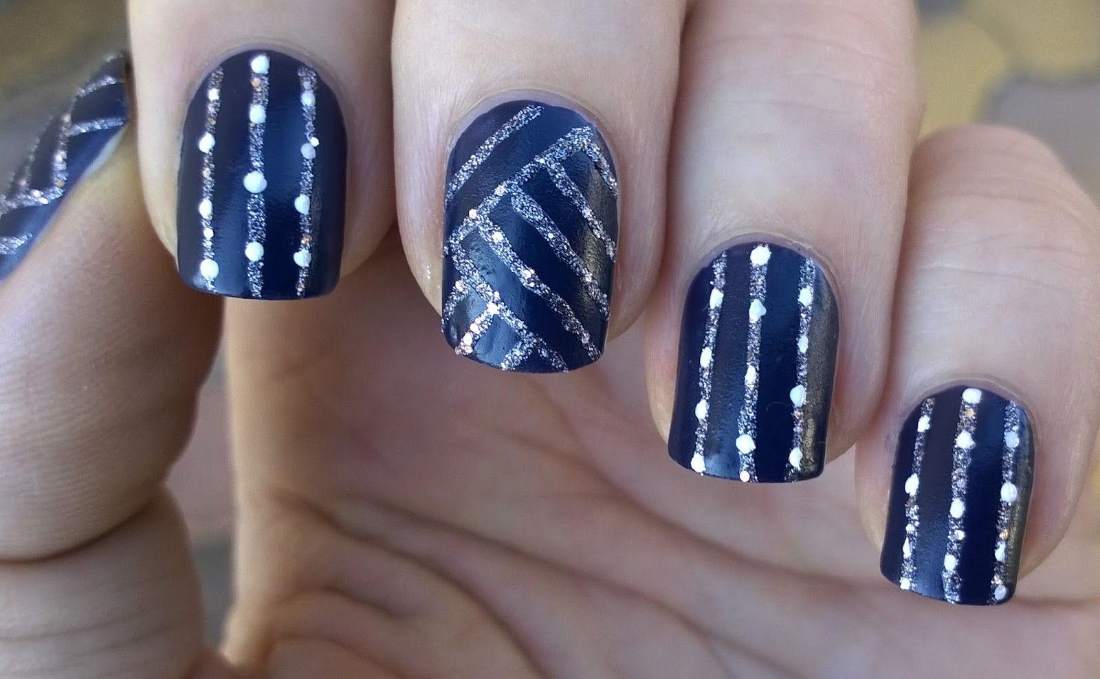 Blue nails glitter lines