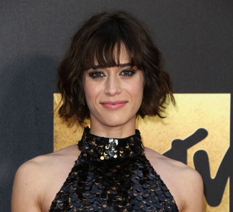 lizzy caplan hair mtv movie awards 2016