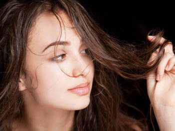5 Things Everyone Does That Causes Frizzy Hair
