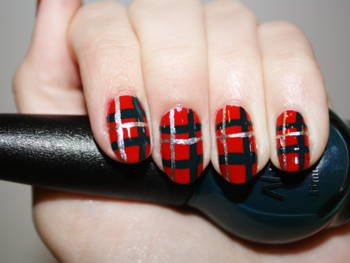 Festive Nail Art That Won't Expire After Christmas