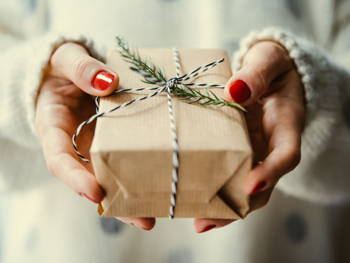 Budget-Friendly Christmas Gift Packs for Your 6 Types of Girlfriends