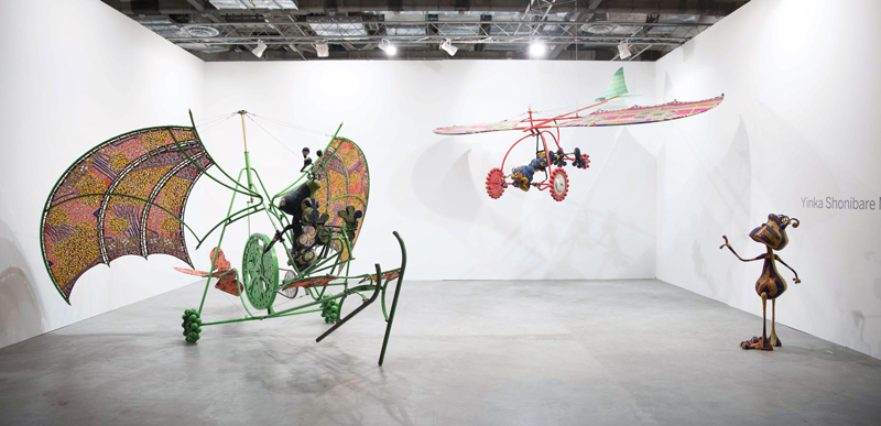 luxuo-id-art-stage-singapore-2016_yinka-shonibare-mbe_alien-man-on-flying-machine-alien-woman-on-flying-machine-alien-child-_presented-by-pearl-lam-galleries