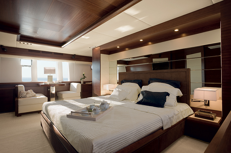 luxuo-id-pretty-fly-azimut-100-leonardo-superyacht-owner-suite