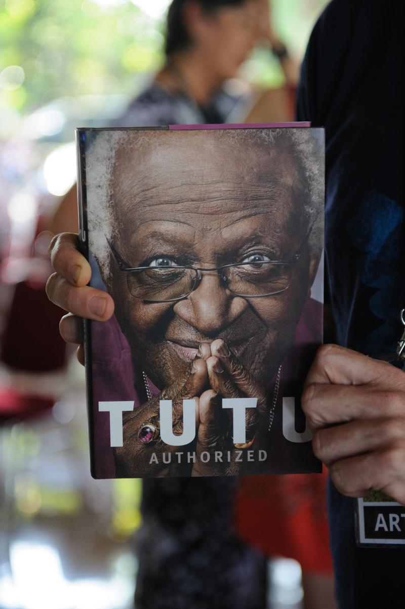 luxuo-id-ubud-writers-festival-tutu-book