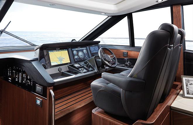 PRINCESS_S60-interior-helm-cockpit