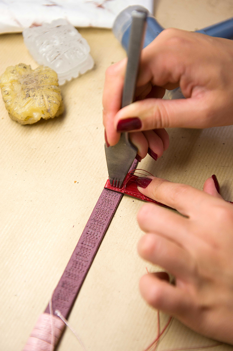 Indents on the strap indicate the exact position of each stitch and the distance between them.