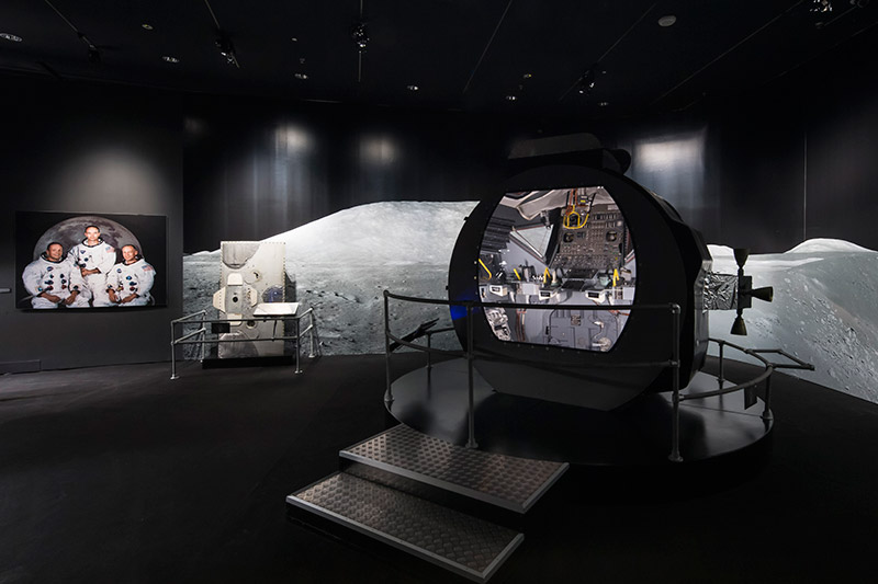 Spacecraft Lunar Module Adapter access hatch (L)and Apollo Lunar Module crew cabin (R)