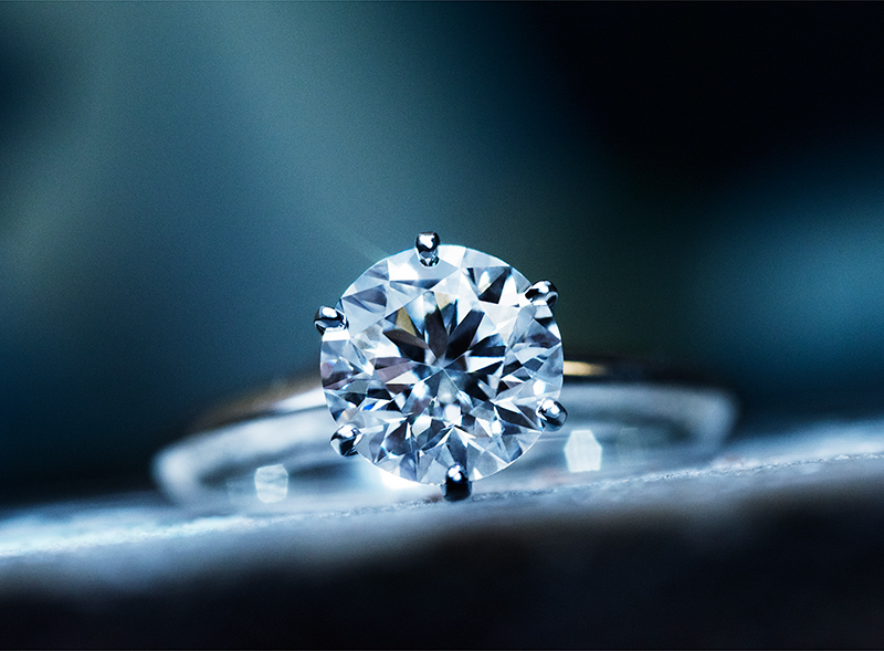 Engagement rings of Tiffany & Co. are undoubtedly the world's most popular.
