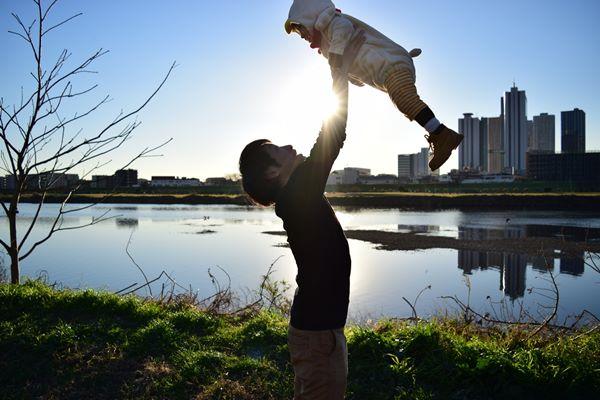 預防嬰兒搖晃症應避免玩拋接遊戲
