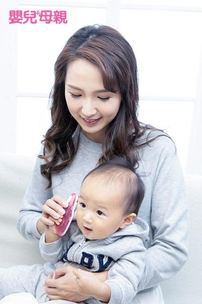 嬰兒哭鬧:雖然生病不一定是發燒,但發燒是較易觀察的評估方式,