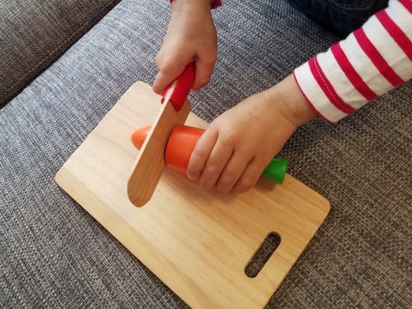 顏色鮮艷的玩具小零件,容易跟巴克球一樣被孩子當成糖果