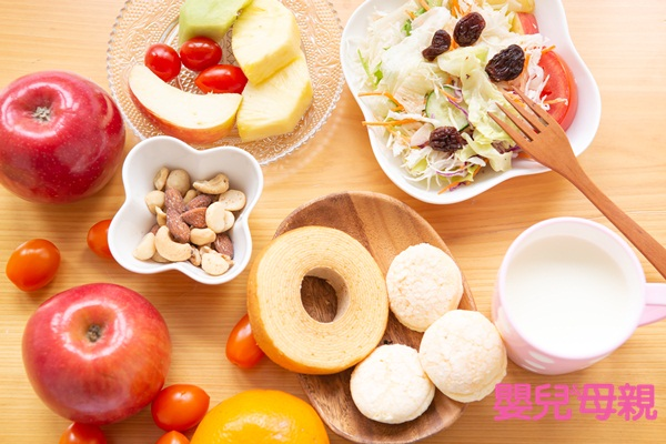 孕期營養:乳品類或乳製品,建議一天攝取1.5~2杯(份),可補充蛋白質及鈣質。