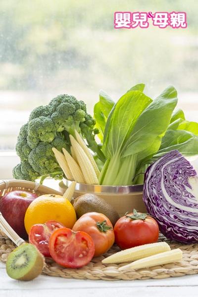 護眼食物:由於葉黃素屬於脂溶性維生素,因此以油炒菜的吸收率會高於水煮燙青菜,或是同餐搭配含有油脂的料理,也能達到同樣的效果。