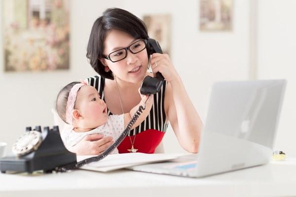 思考與珍惜當下擁有什麼,工作時享受工作,陪孩子時享受親情。