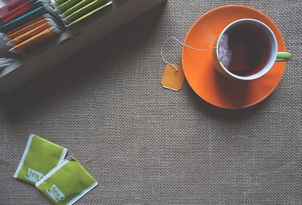 過勞肥可以多喝含有兒茶素的綠茶,可以促進脂肪燃燒、減少脂肪形成