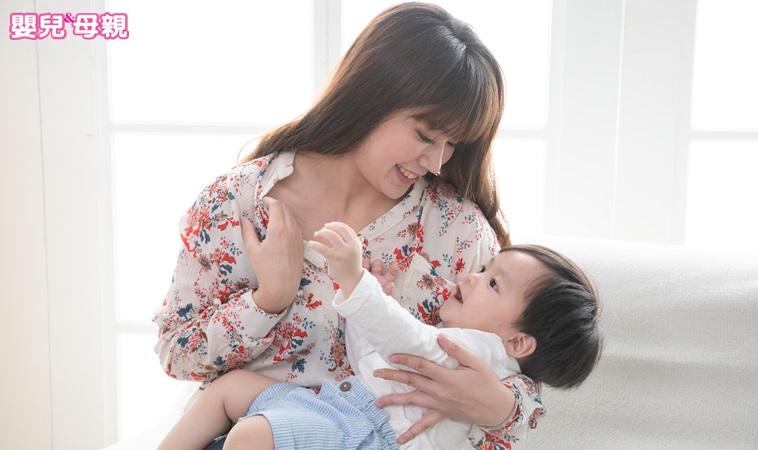 為什麼寶寶愛咬乳頭?原來是這4個原因