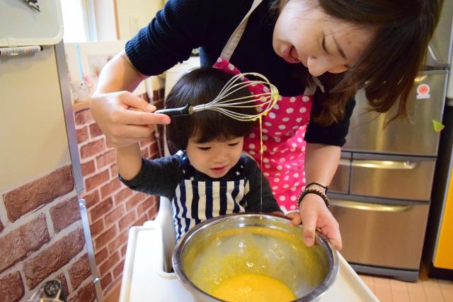國民健康署鼓勵爸媽帶著孩子一起做親子料理,以下分享三款健康點心,讓大小朋友可以一起簡單動手做,讓宅食光增加樂趣。